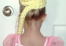 Little Girl's Hairstyles: How to do a Rapunzel hairdo for Halloween