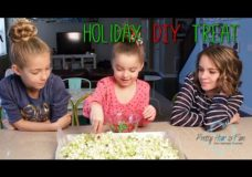 Pretty Hair is Fun: Holiday DIY Treat: Grinch Popcorn